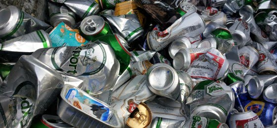 Food_and_drink_cans_in_recycling_bin